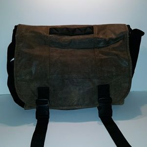 Wilson Leather M.Julian Messenger Laptop bag